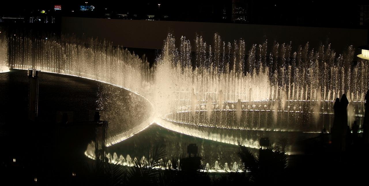 Дубай музыкальный фонтан квартира в альпах